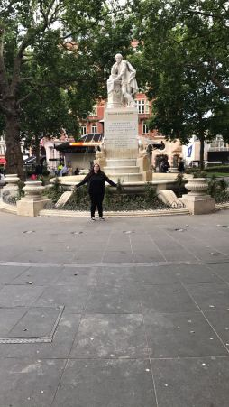 Rose at the Shakespeare statue!